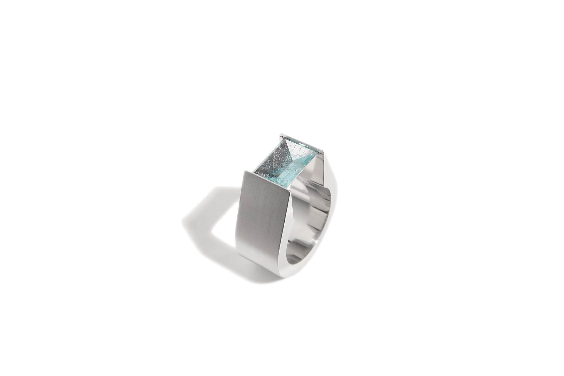 Stainless steel ring with an aquamarine. R.9.003