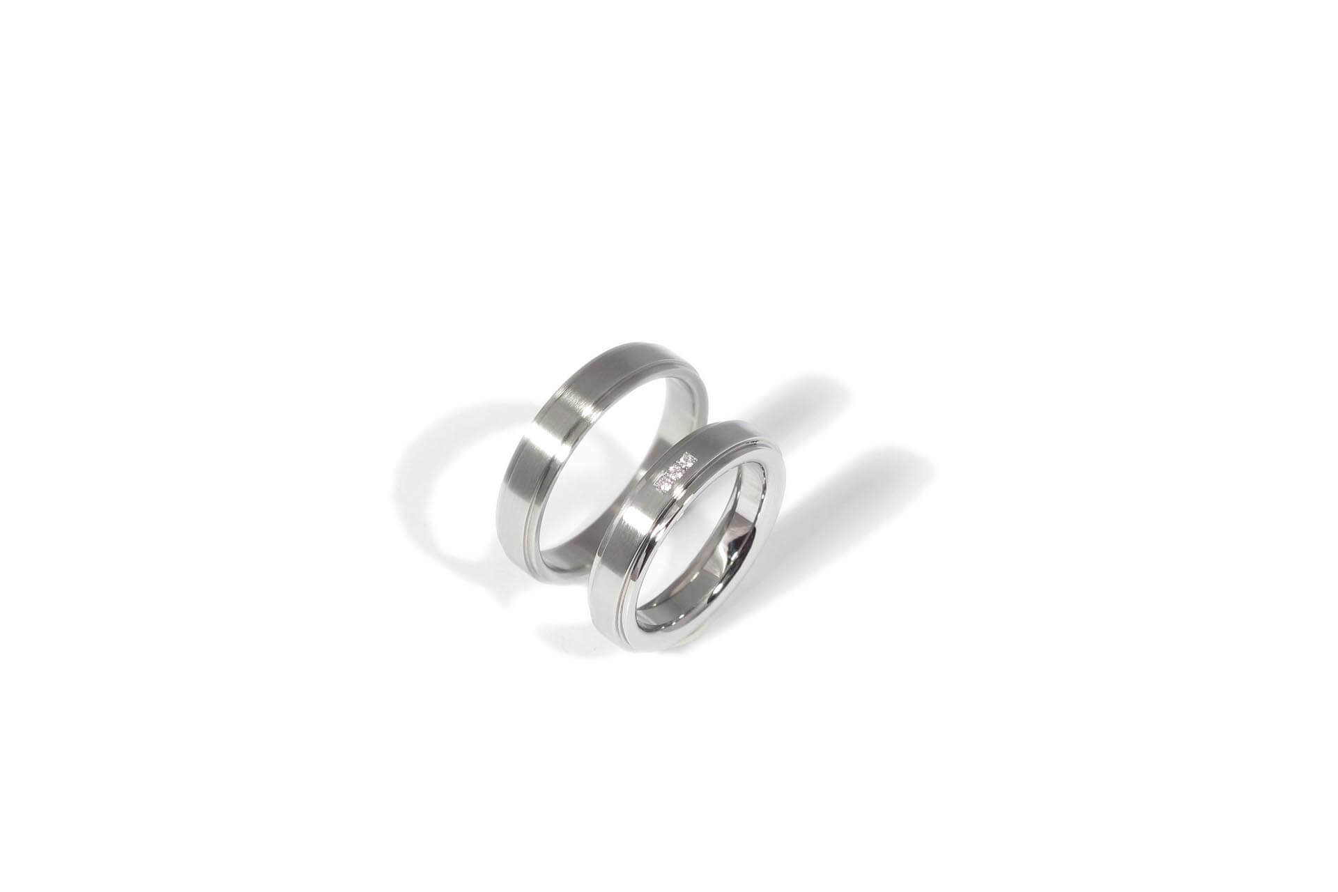 Stainless steel wedding rings with 3 diamonds