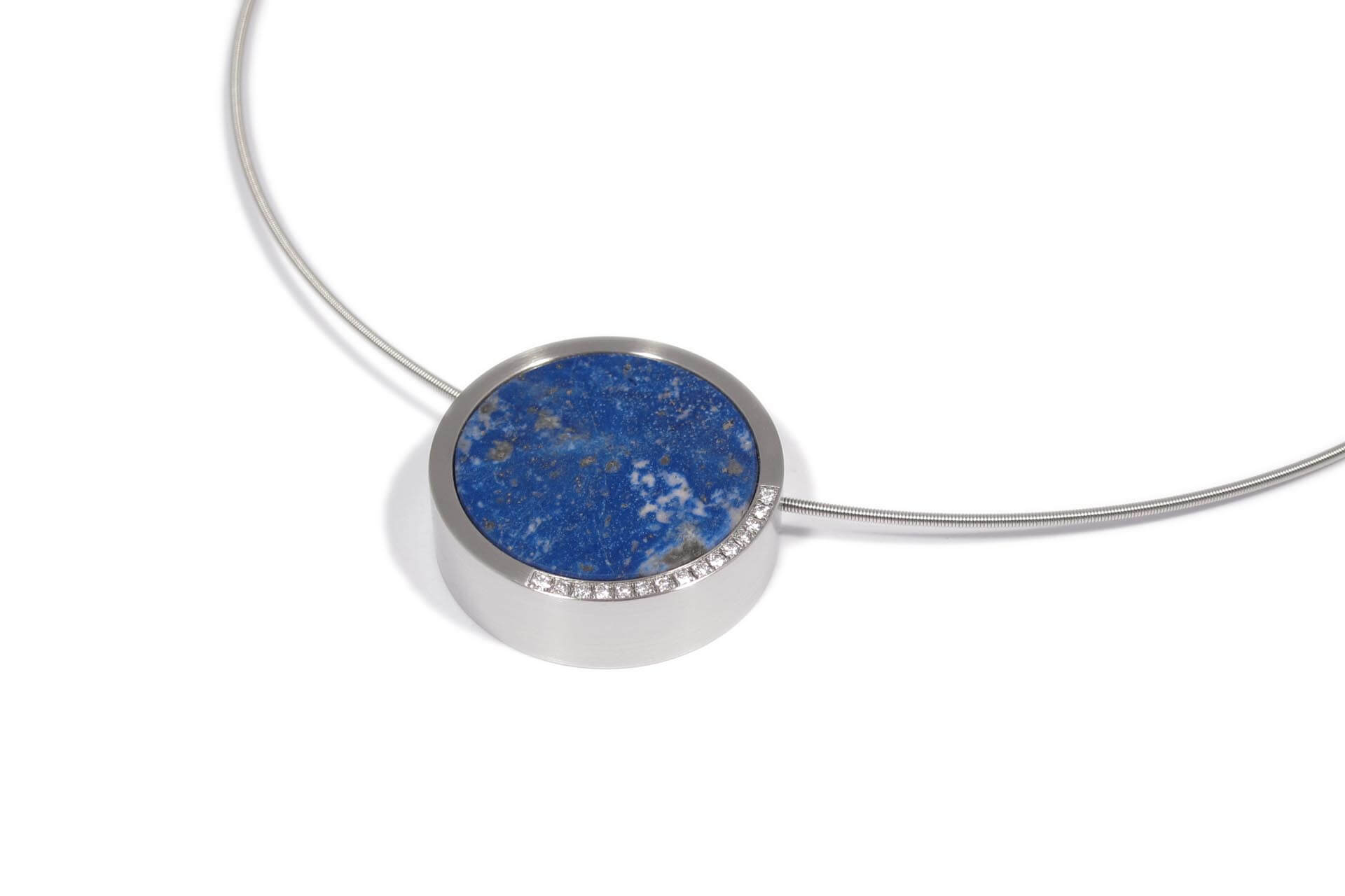 Pendant with blue lapis stone and 15 diamonds on a steel necklace. J.9005