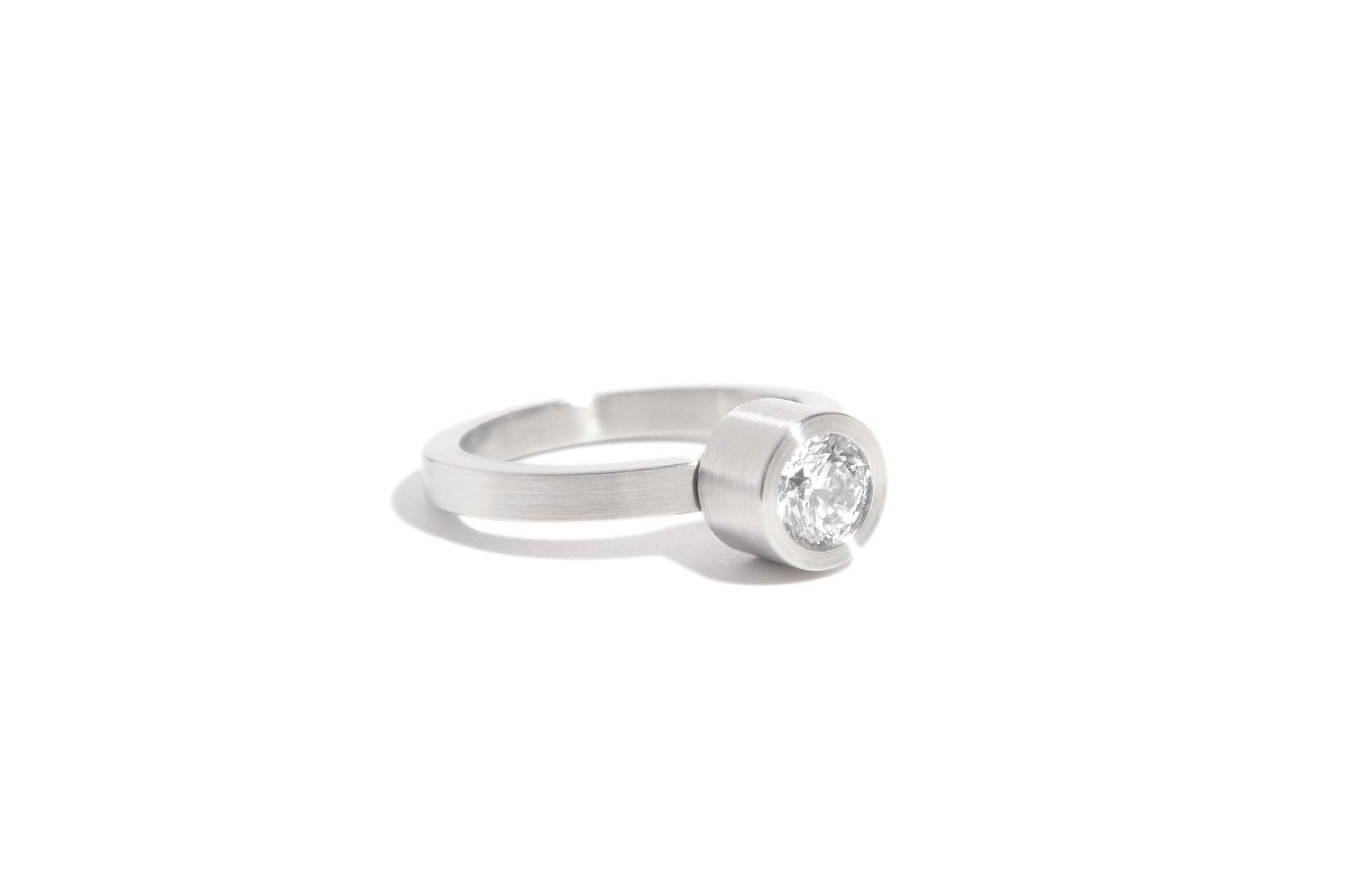 Stainless steel ring with a diamond ER.9.007
