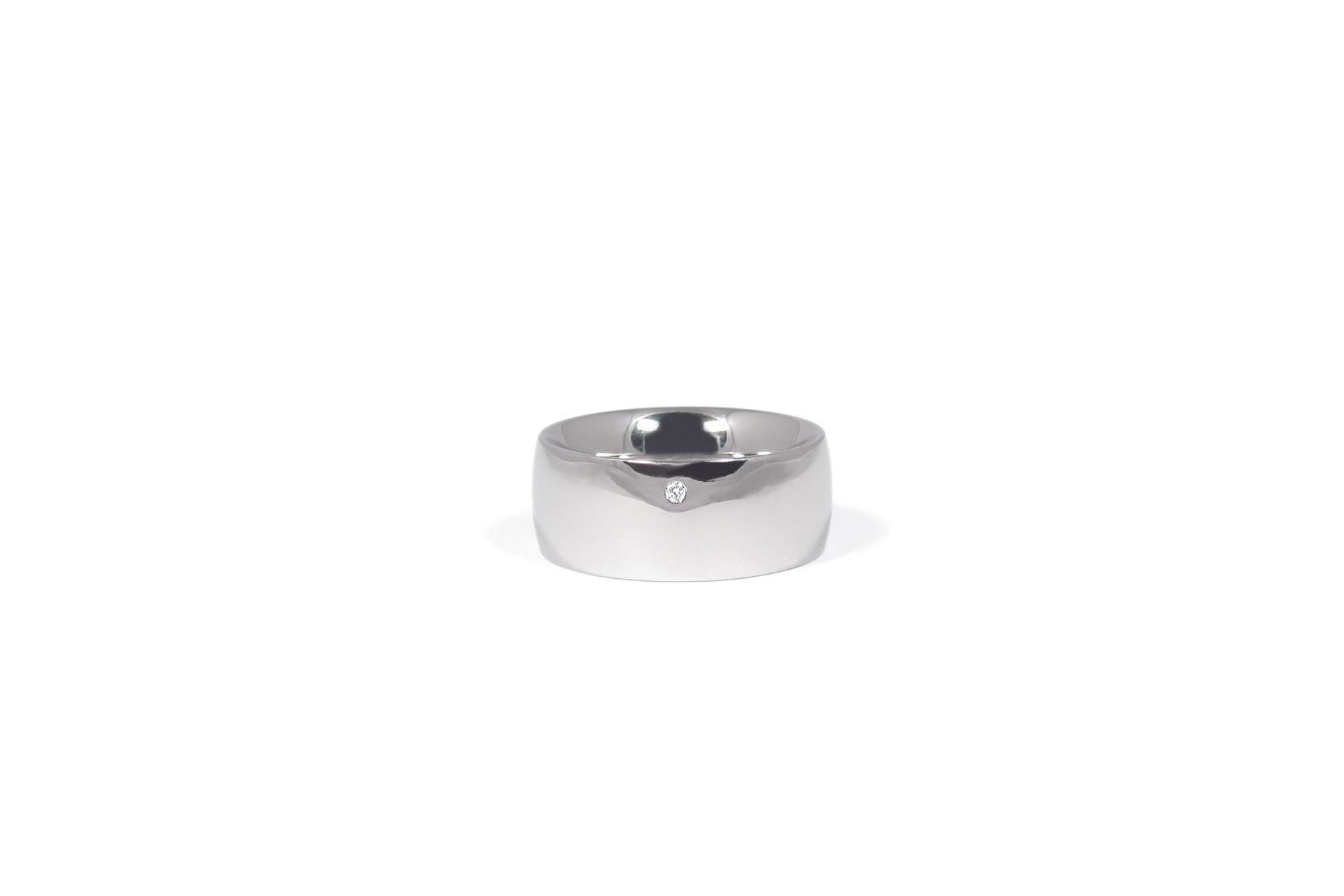 Stainless steel oval ring with a diamond. Side view. R.9.005