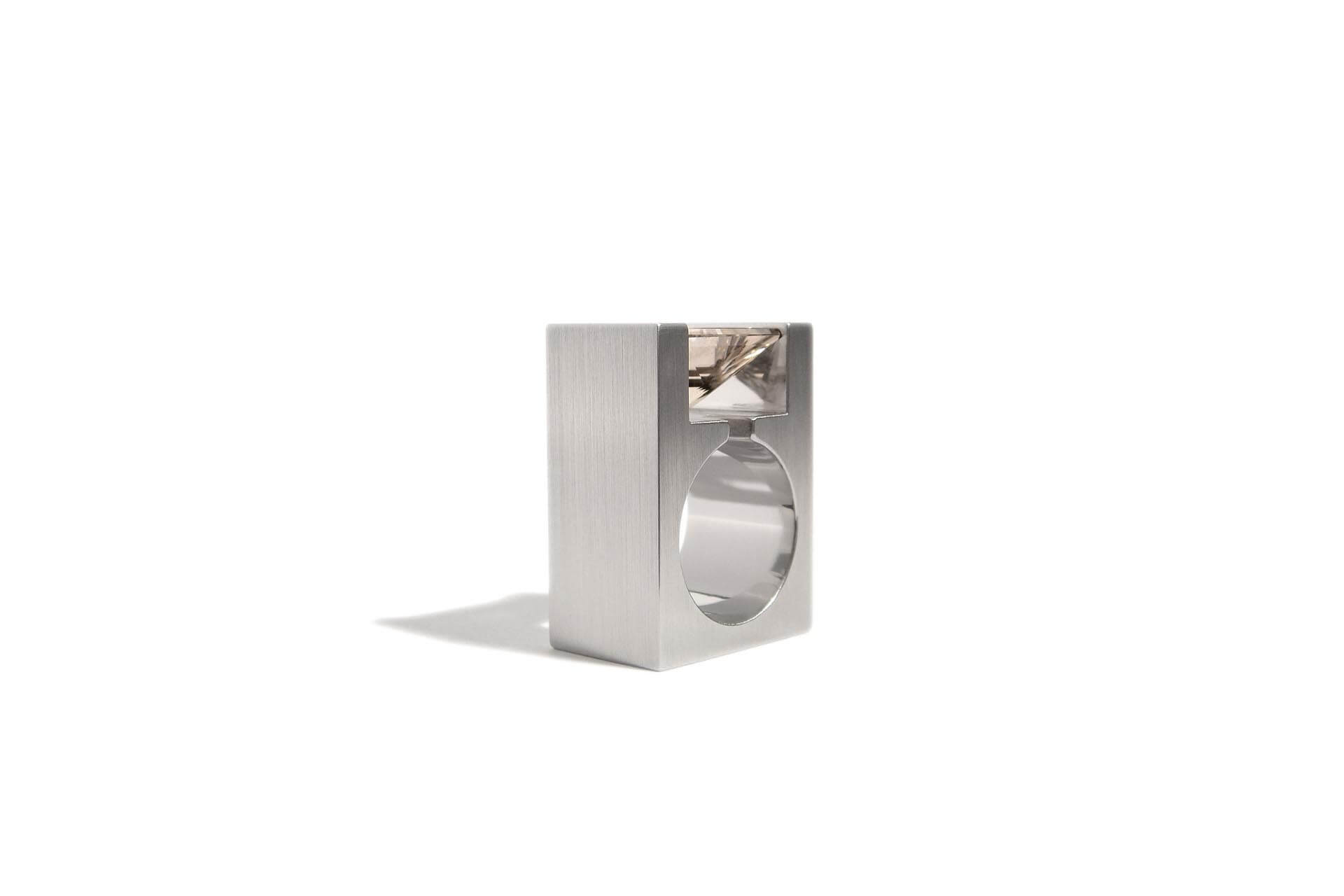 Square stainless steel ring with a smoked quartz. R.9.001