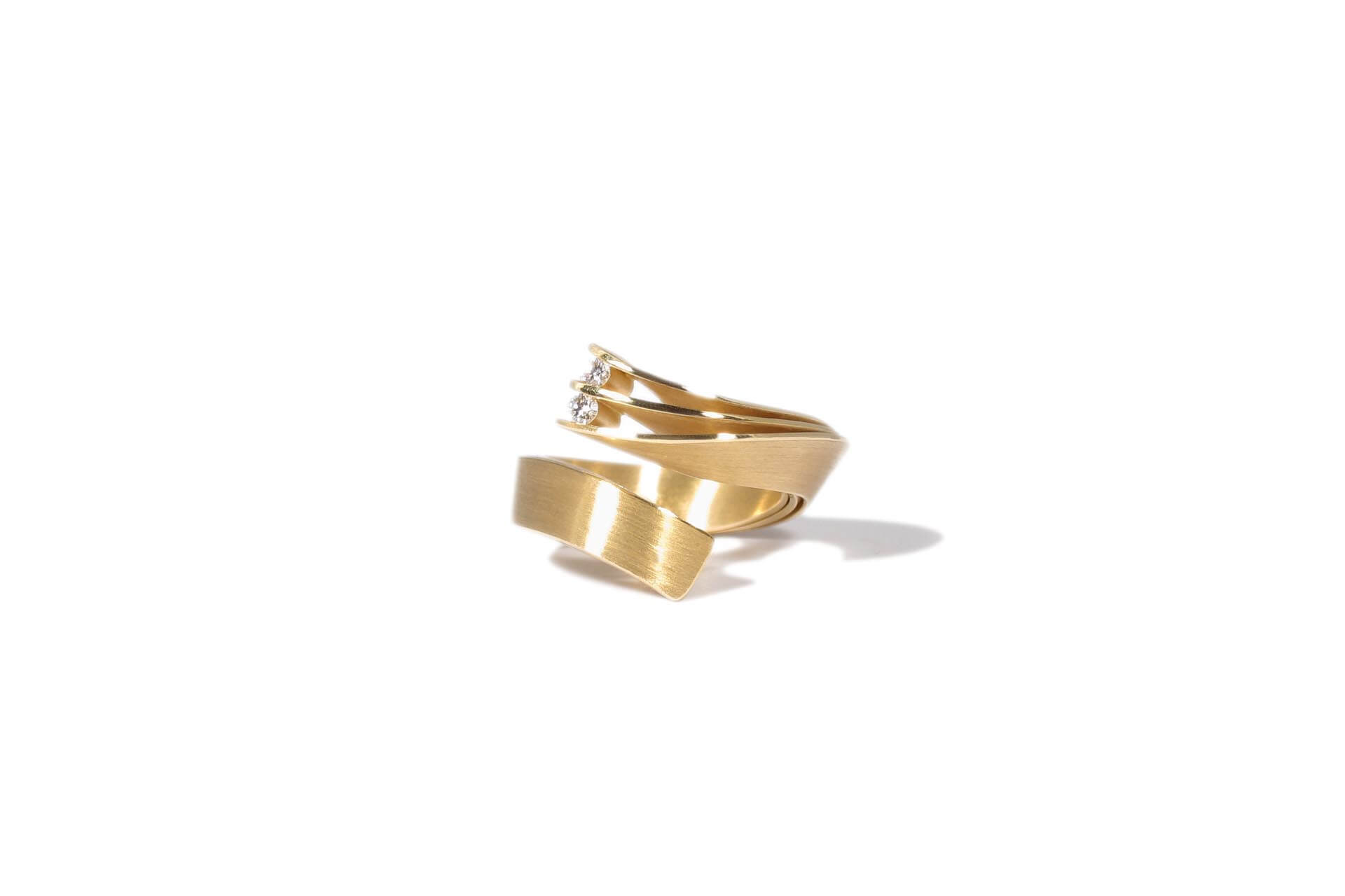 IsabelleFa gold ring with diamonds
