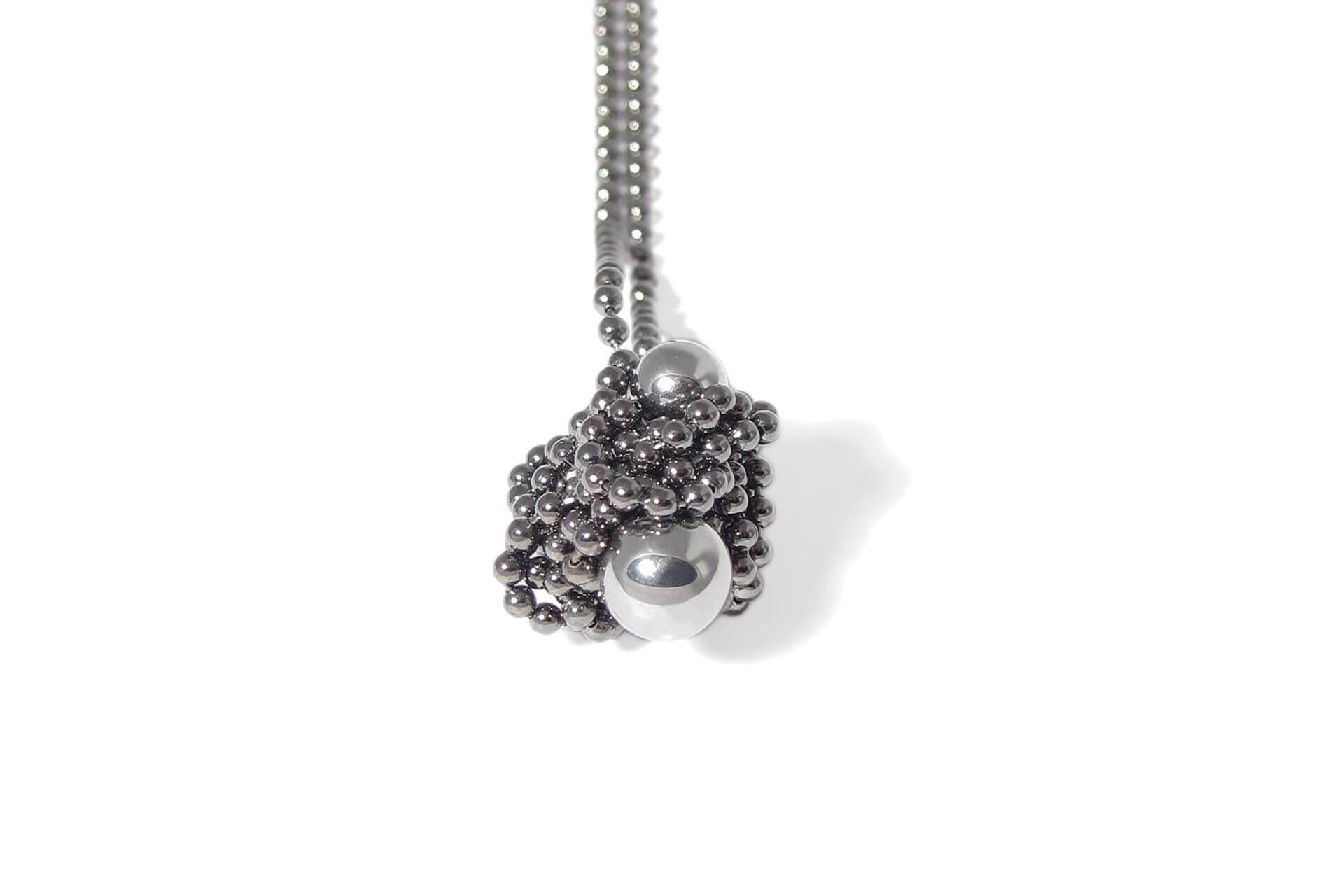 Iris Weyer magnetic necklace with steel balls
