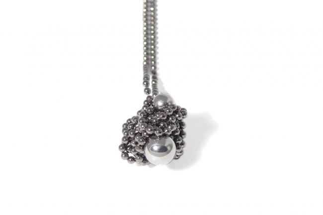 Iris Weyer magnetic necklace with steel balls.