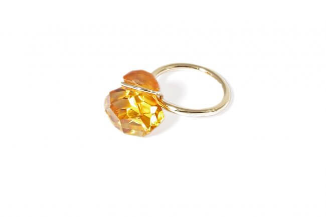 Annette Ehinger ring in yellow gold with an orange citrine.