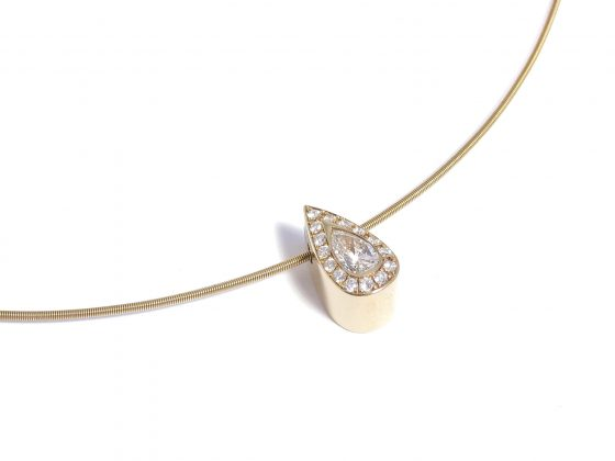 pear diamond and yellow gold necklace